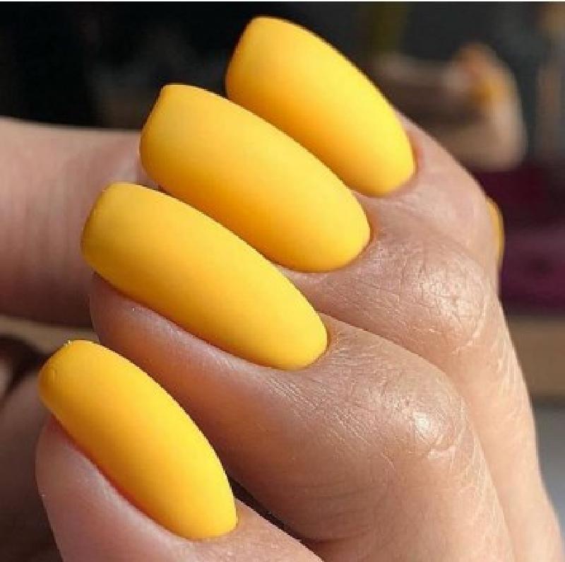 Желтый в тренде: яркие идеи летнего маникюра для модниц на август 2020