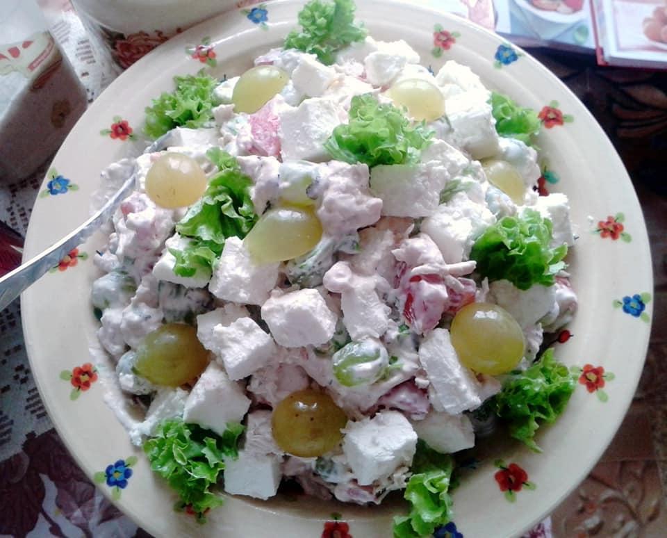 Попробовала у подруги салат Праздничный. Теперь летом готовлю только его