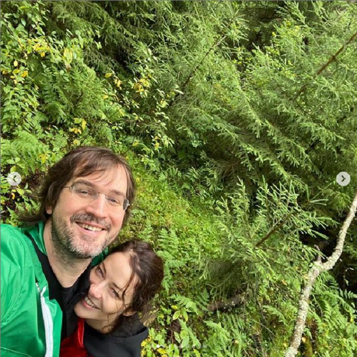 Как выглядит муж красавицы Марины Александровой: актриса показала редкое фото