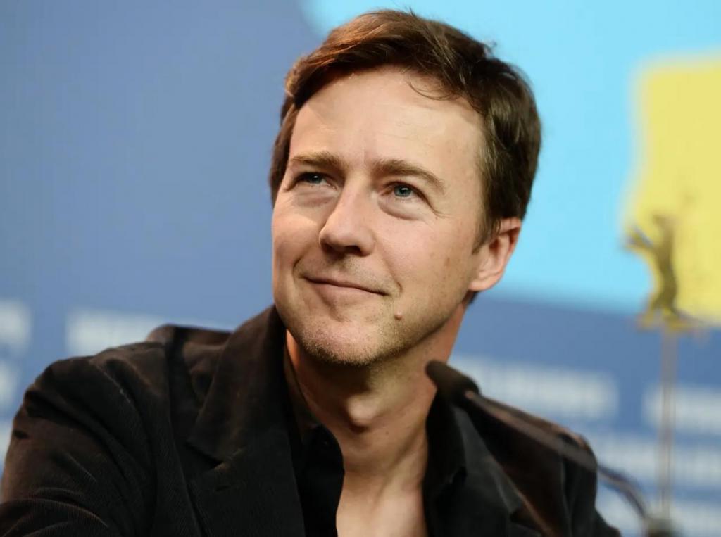 Даже звезды падают: 10 известных актеров, которых увольняли из фильмов и сериалов