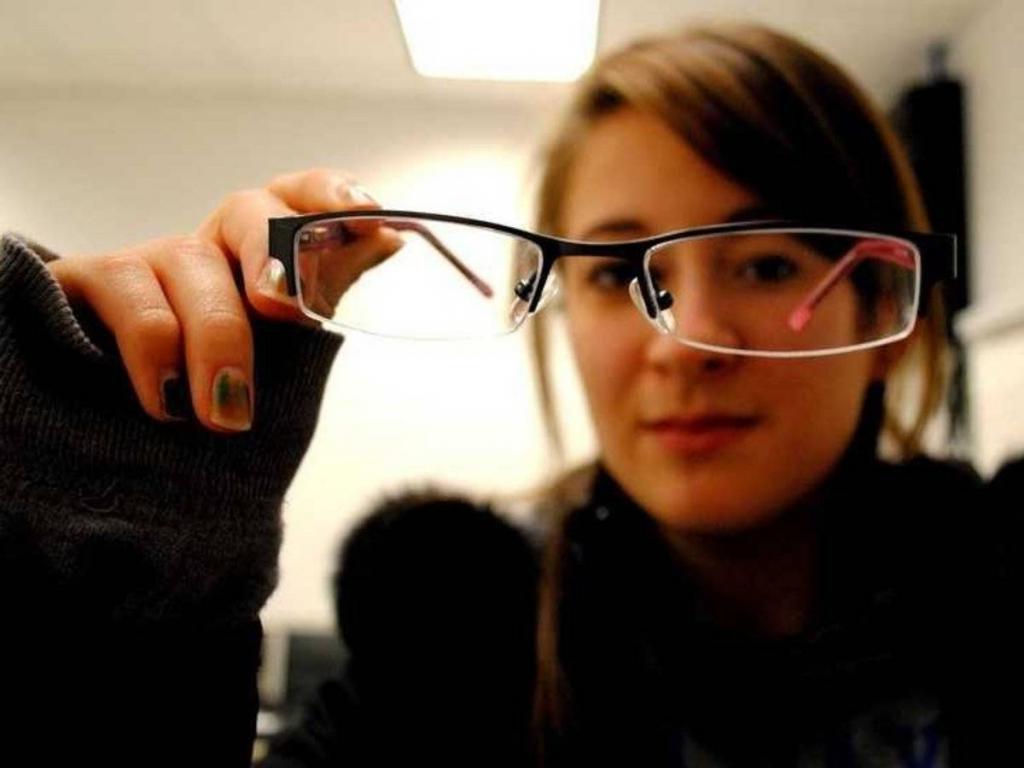 Умные – это хорошо, но только не слишком : почему люди с высоким IQ часто кажутся непривлекательными