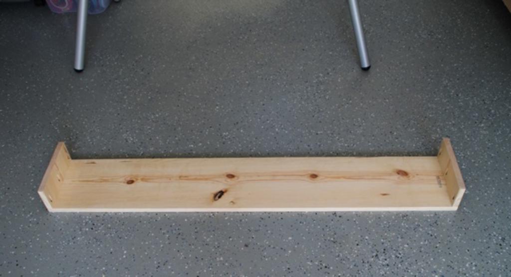 Сделали дома массивные деревянные карнизы: с ними даже обычные шторы смотрятся эффектно