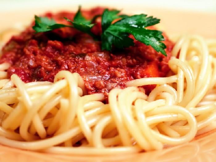 Гостила в Италии и научилась готовить настоящий соус для спагетти из консервированных помидоров: рецепт