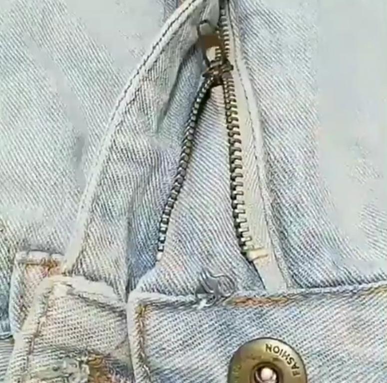 Молния на джинсах постоянно расстегивалась: повесила собачку на крючок-застежку