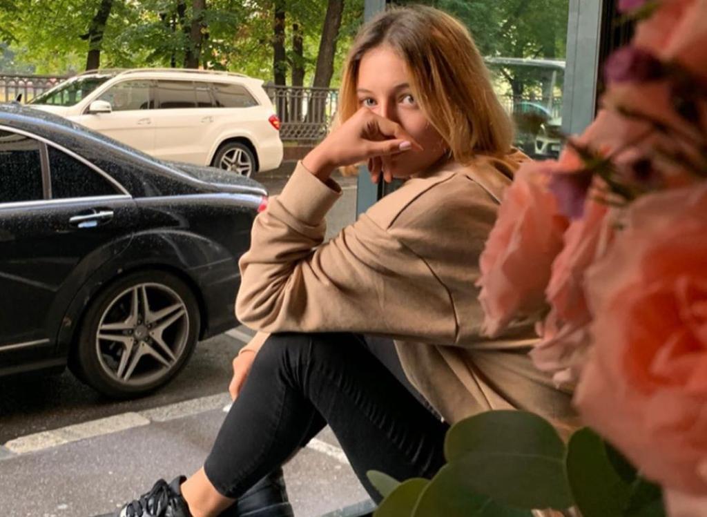 Спасибо за жизнь. Дочь Волочковой и Вдовина отметила 15-летие, выложив фото влюбленных родителей