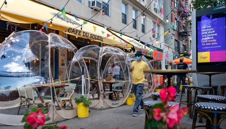 Ресторан в Нью Йорке приглашает гостей отобедать в  космических пузырях  на открытом воздухе