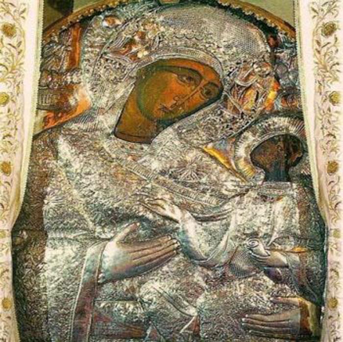 По преданию, она была найдена в дупле дуба: была ли икона Богородицы из румынского монастыря творением апостола Луки