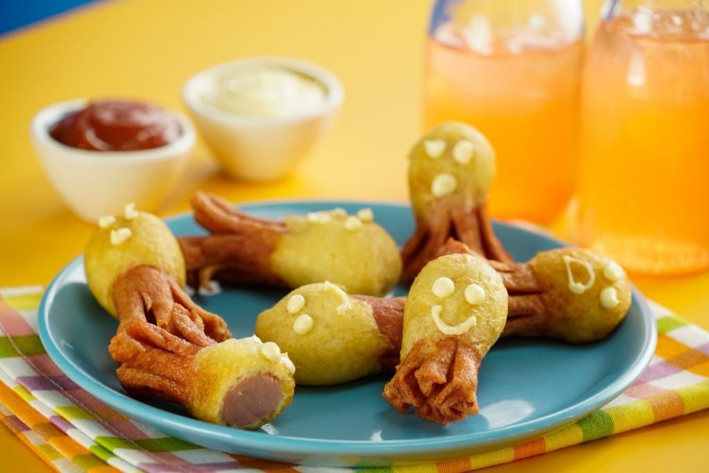 Из пачки сосисок делаю армию осьминогов, чтобы побаловать сына на обед: рецепт