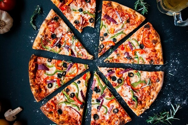 Быстрый рецепт вкусной пиццы на сковороде