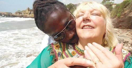 Африканские страсти: как 68-летняя британка стала жертвой обмана молодого любовника из Ганы