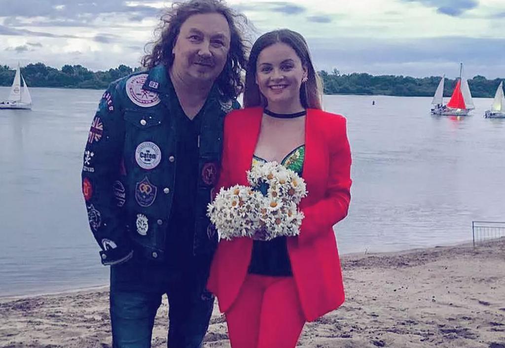 Игорь Николаев с 38 летней супругой отпраздновал годовщину свадьбы