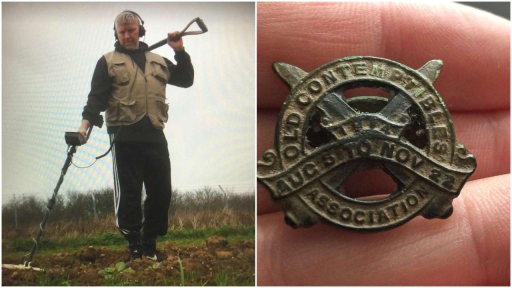 Мужчина обнаружил в поле военный нагрудный знак 1914 года и надеется, что сможет найти семью его владельца