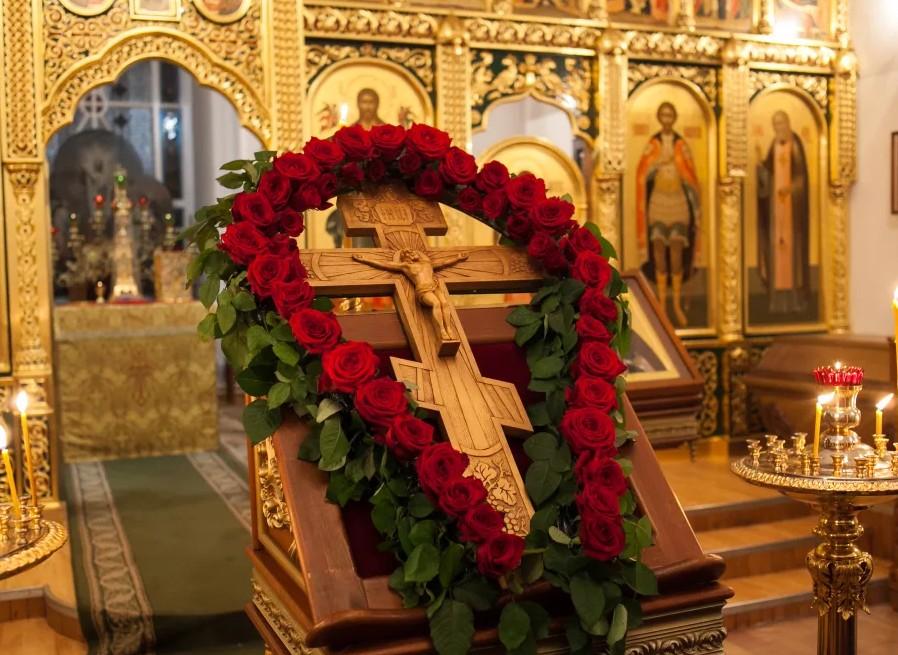 27 сентября, на Воздвижение Креста Господня, нельзя заниматься тяжелой работой: история праздника, традиции и приметы