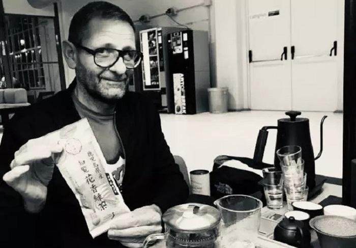 Профессиональный дегустатор выпивает по 4 литра чая в день: он рассказал, как заваривает свой идеальный напиток