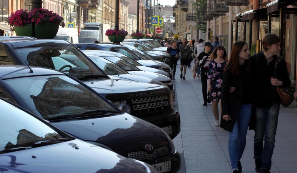 Главную клубную улицу Петербурга сделают пешеходной: на Рубинштейна разрешат проезд только в будние дни, а парковка станет платной