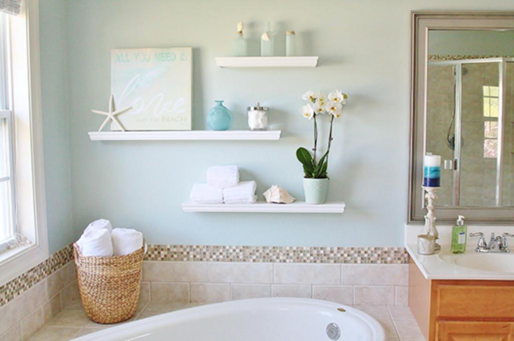 Плавающие полки украсили ванную и добавили место для хранения: я сделала их сама