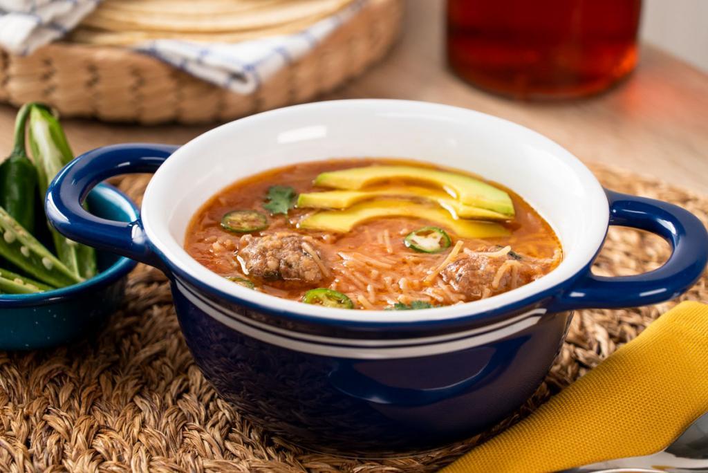 Пикантный суп с говяжьими фрикадельками и лапшой для тех, кому приелся борщ, харчо и прочая классика: советую готовить на несколько дней подряд