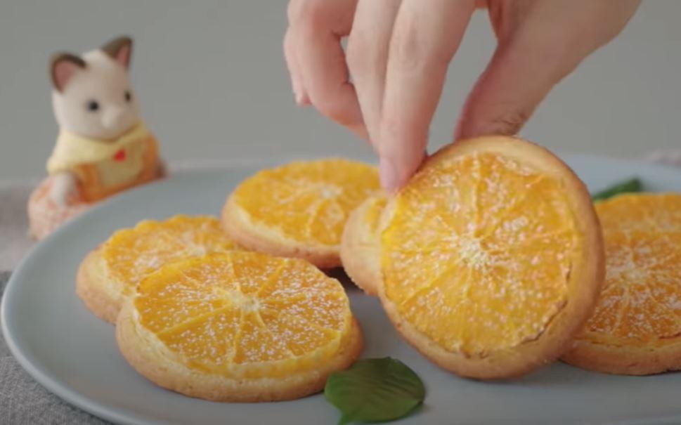Мое печенье-апельсинки на столе не залеживается: тут же поступает заказ еще на одну порцию