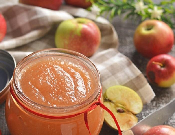 Яблочное повидло с конфетами  Коровка  напоминает детское пюре: любимый рецепт