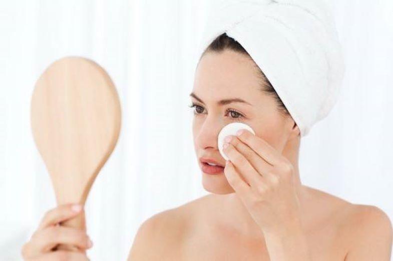 Для снятия макияжа попробовала гидрофильное масло: оно дружит с водой и хорошо удаляет косметику