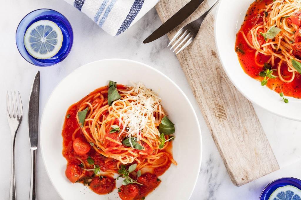Итальянец рассказал, как готовят томатный соус для спагетти в его семье