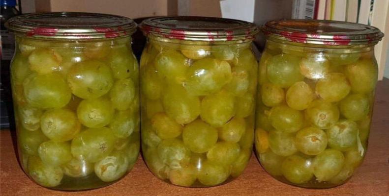 Вкусный маринованный виноград. Кориандр придает ему вкус испанских оливок
