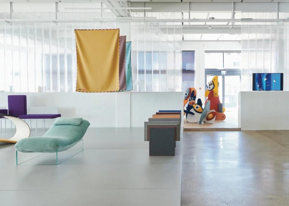 Между промышленным дизайном и мастерством: мастера трикотажа переосмыслили возможности вязаных изделий на специальной выставке