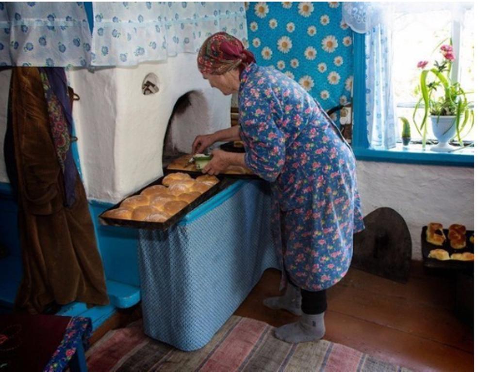 Вернуться бы на денек в детство, к бабушке... Ностальгию по деревне я утолила, сложив в своем доме русскую печку