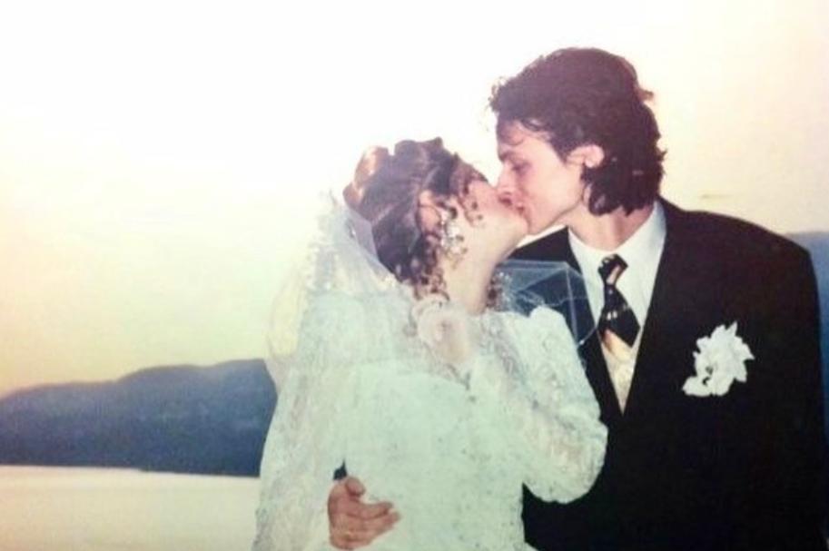 Сын Софии Ротару - Руслан Евдокименко - поделился раритетными свадебными снимками своих родителей