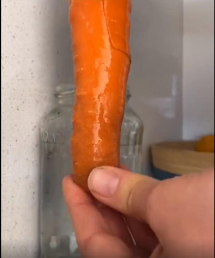 Вялая морковь становится хрустящей за 5 минут: проверила лайфхак из Сети