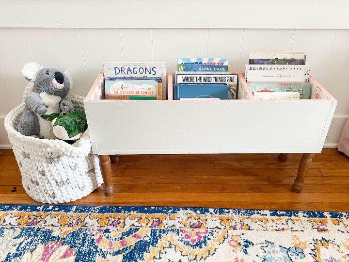 Надоело, что детские книги разбросаны по всему дому, и я сделала для них большой ящик на ножках