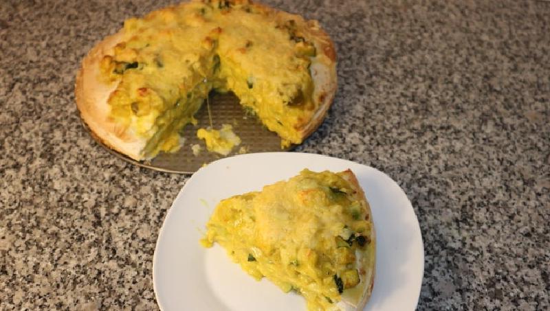 На праздник приготовила тортик с курицей и кабачками: лакомство получилось невероятно нежным