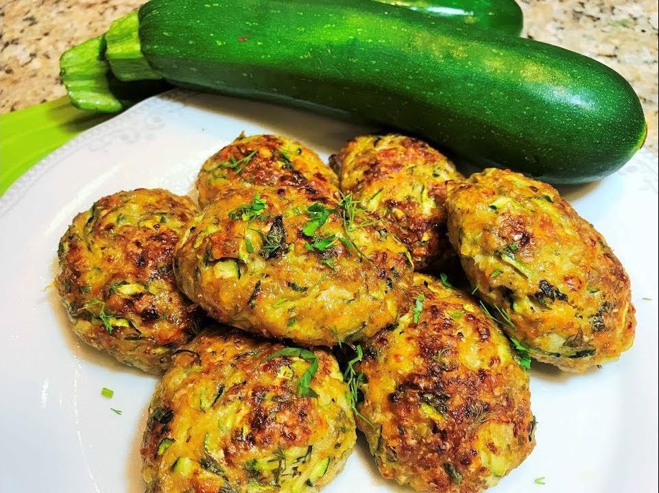Из кабачков, манки и сметаны готовлю изумительно вкусные котлетки: рецепт