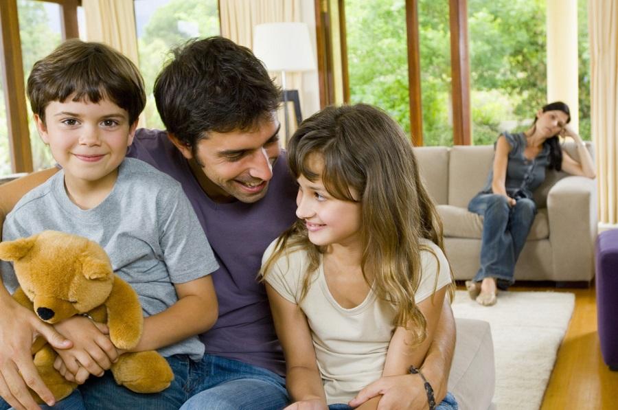 2 ловушки, в которые попадают мачехи при общении с детьми мужа