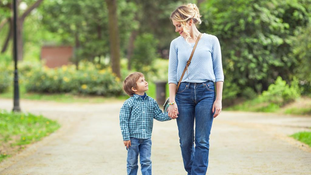Опасные мамочки: психологи выделяют 3 типа женщин, которые могут испортить личную жизнь своим сыновьям