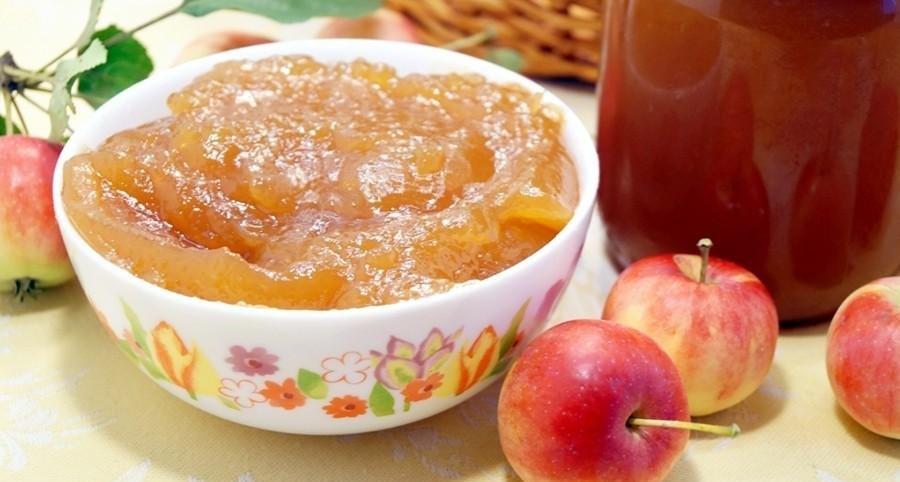 Варю яблочное повидло с конфетами Коровка: очень напоминает детское пюре