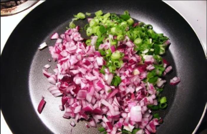 Из мясного фарша и яиц готовлю очень вкусную запеканку: блюдо получается ароматным и довольно сытным
