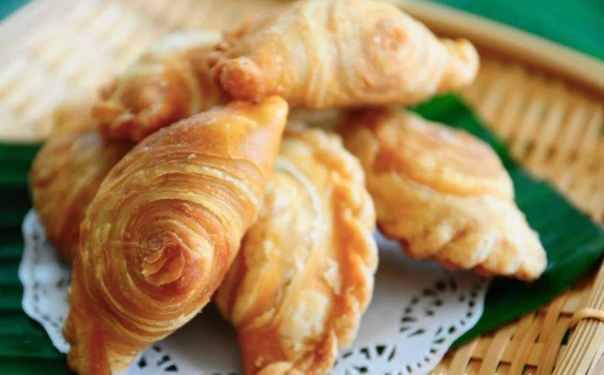 Ажурные пирожки с пряной начинкой из картофеля и карри: аромат радует не только всю семью, но и соседей