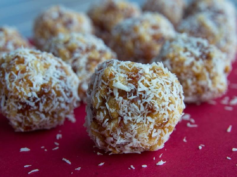Конфеты из рисовых криспи с кокосовой стружкой: отличный вариант для тех, кто ни разу не готовил конфеты самостоятельно