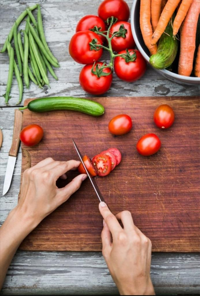 Не резать и не чистить: оказалось, что я неправильно ем фрукты и овощи
