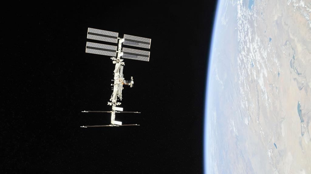 Международная космическая станция уклонилась от столкновения с космическим мусором