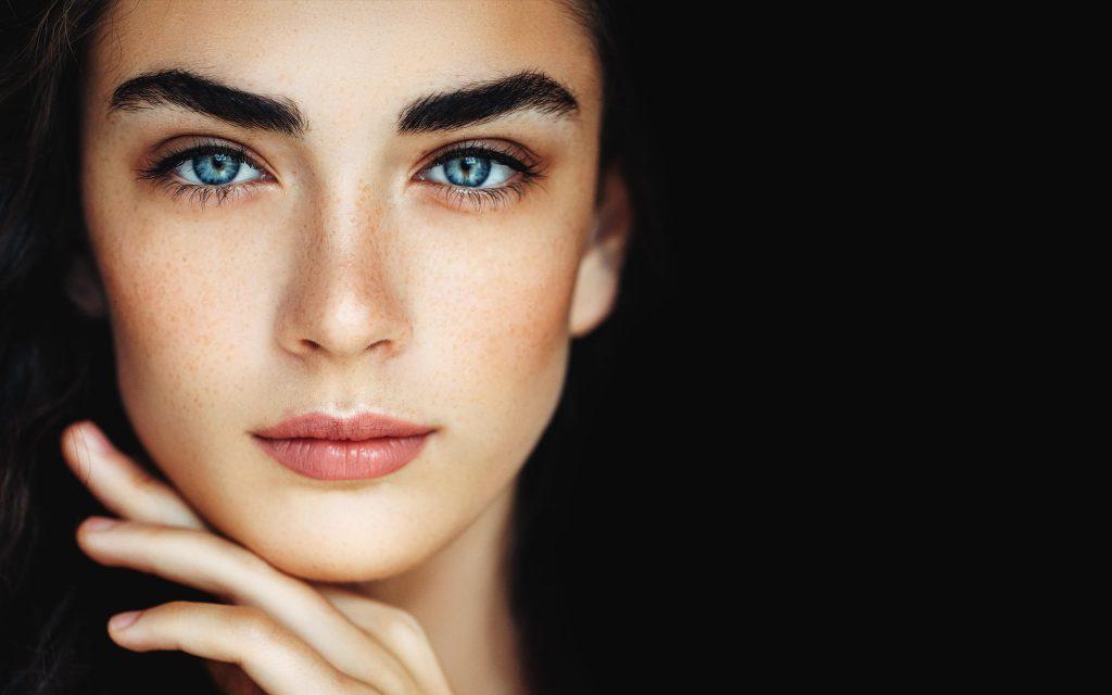 Посмотрите на брови: как по лицу собеседника распознать нарцисса