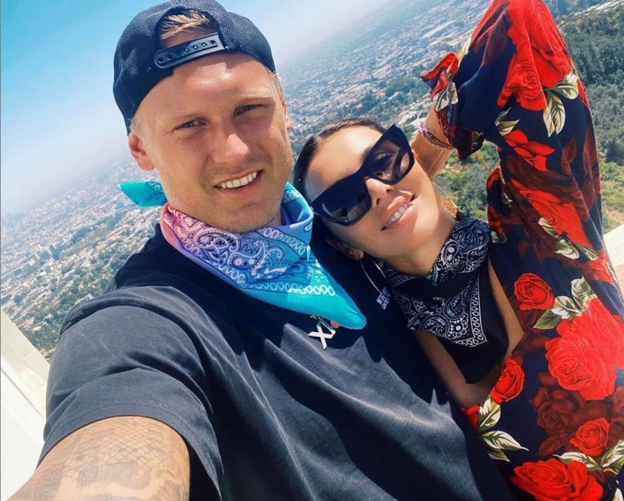 Недавно он сделал ей предложение, и она не смогла отказать: красавица Анна Седокова вышла замуж за баскетболиста Яниса Тимму, который младше ее на 9 лет