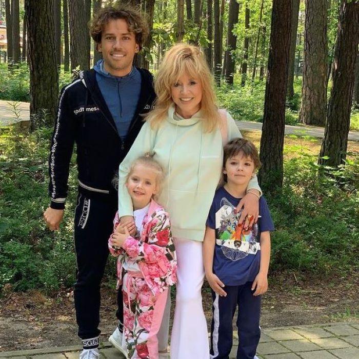 Максиму Галкину немного тяжело вставать в 8 утра: Пугачева рассказала, как проходит их завтрак с мужем и детьми
