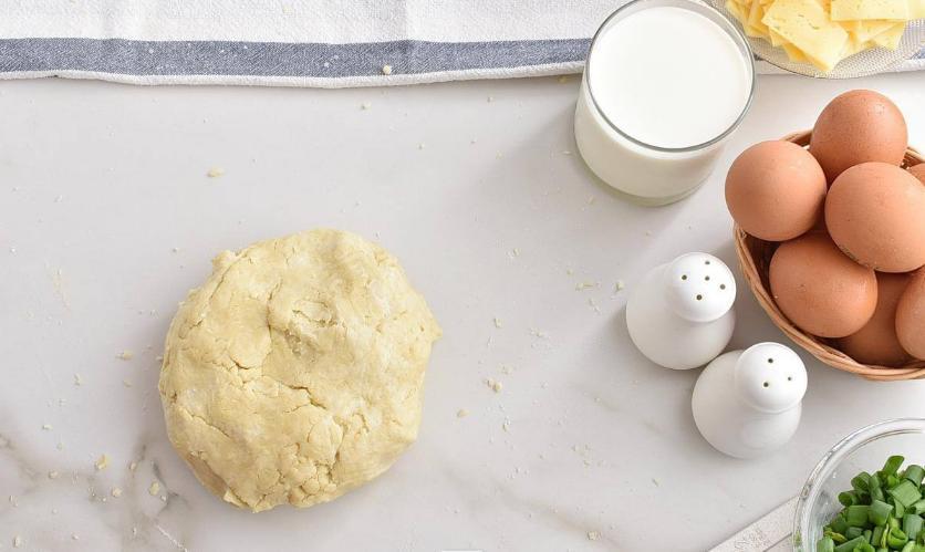 Пирог с начинкой из яичной смеси и бекона готовлю чуть ли не чаще омлета на завтрак: блюдо, которое накормит всю семью