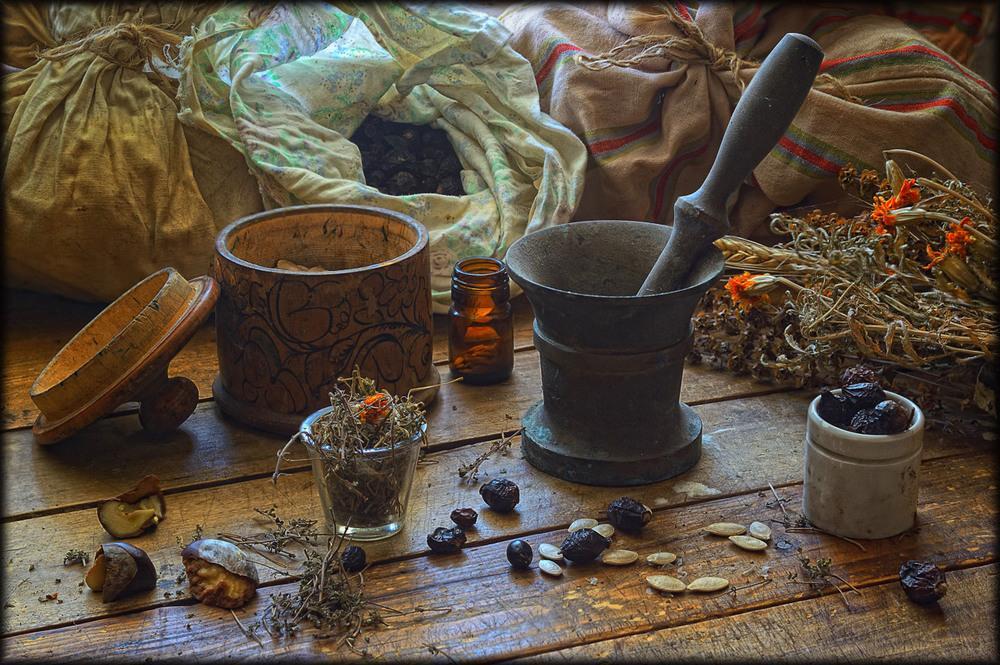 Аптека 18-го века: чем занимались целовальники, толмачи, травники и другие сотрудники