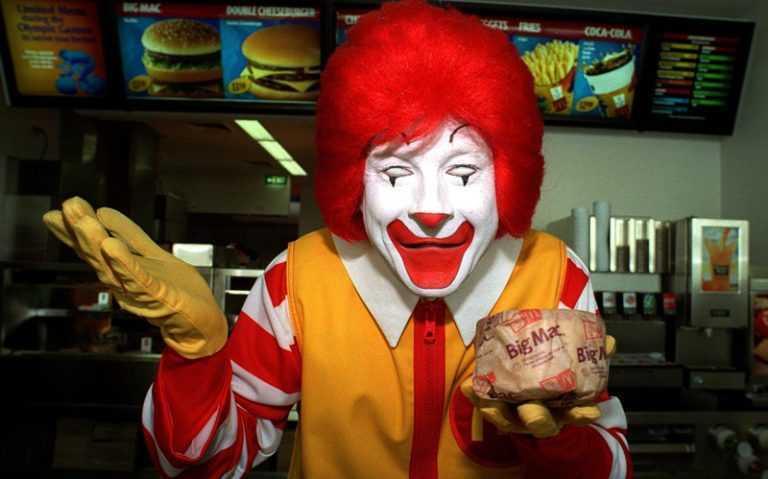 Очень быстрое питание: работник McDonald's рассказал, с какой скоростью готовятся гамбургеры