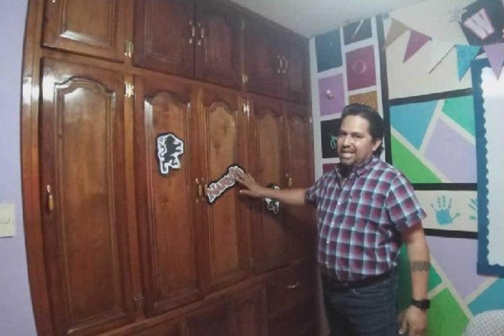 Учитель спрятал за шкафом виртуальный класс. Отремонтировал его и украсил, чтобы оттуда вести уроки онлайн