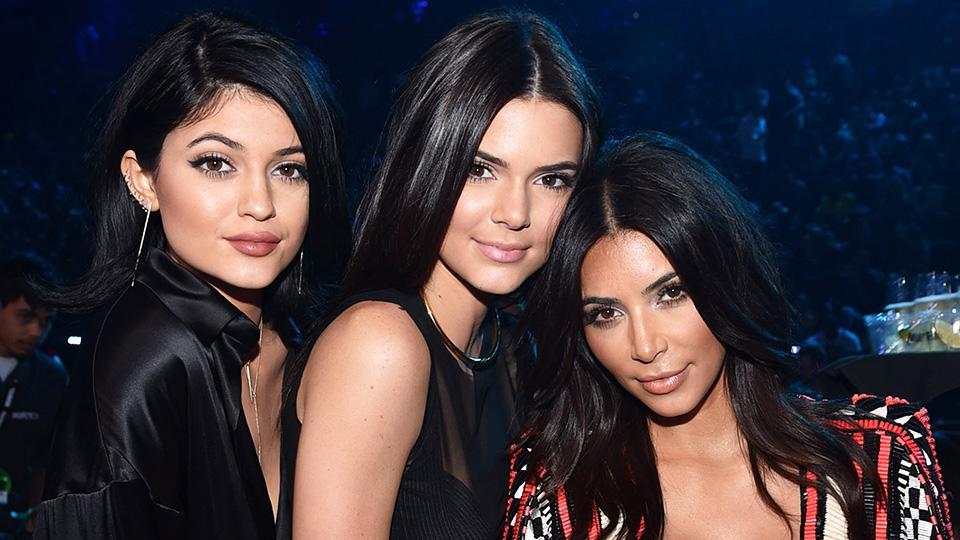 Обычные девушки. Как выглядели сестры Кардашьян до преображения: Ким поделилась архивным фото