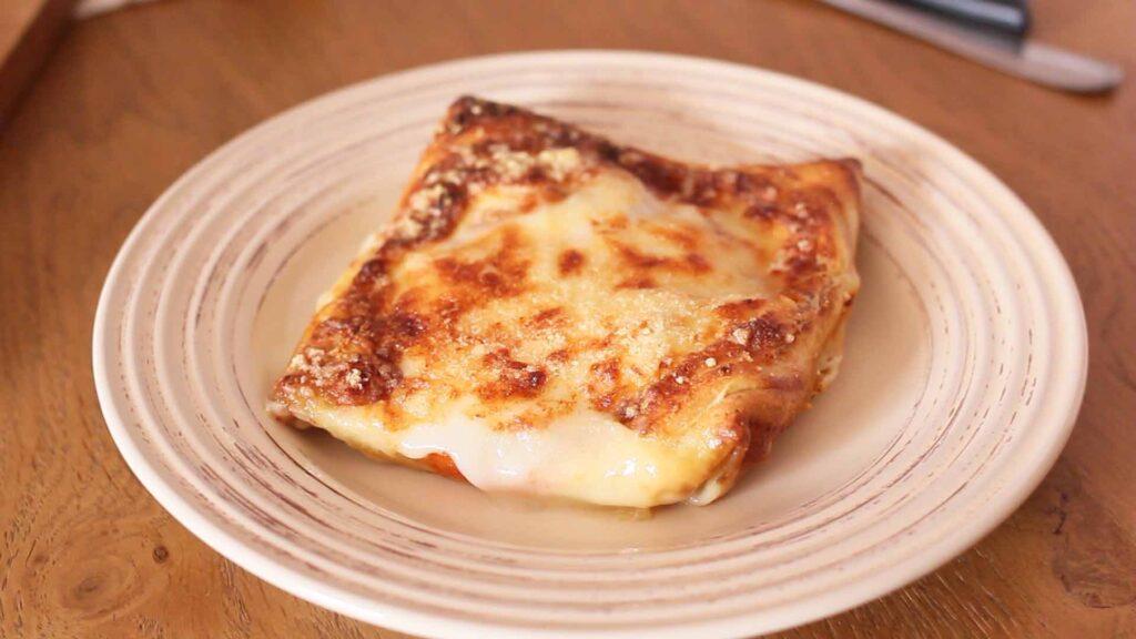 Начиняю блинчики творожным сыром и кабачком, но на этом не останавливаюсь и готовлю из них запеканку